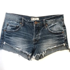 Free People Distressed Short Shorts Size 25